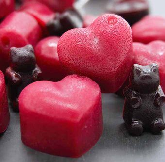 Valentine treats for kids hearts and gummy bears.